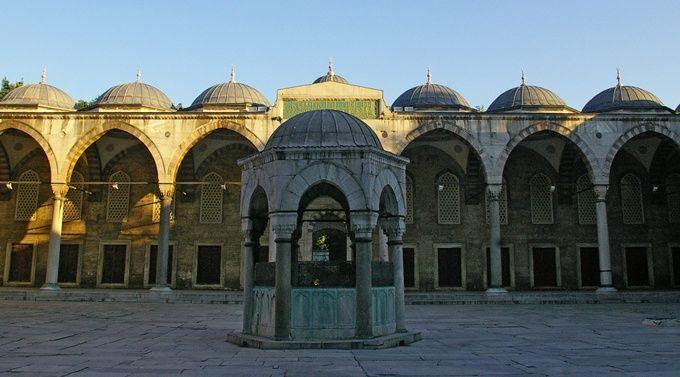 blue-sultanahmet-mosque-avlu