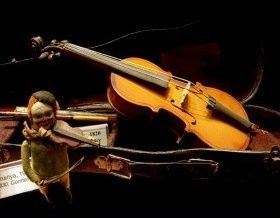 istanbul-toy-museum-oldest-violin