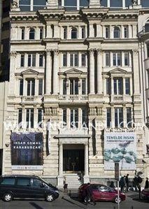 pera-museum-walking-istanbul