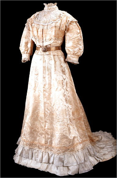 sadberk-hanim-museum-dress