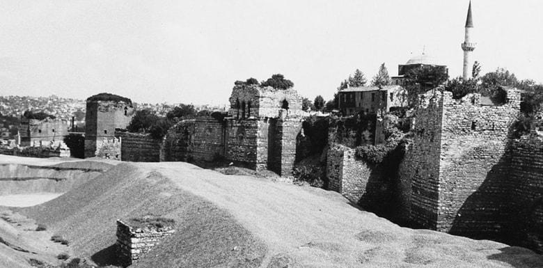 İstanbul Surları Yapılış Tarihi