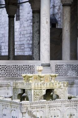 topkapi-palace-marble-fountain