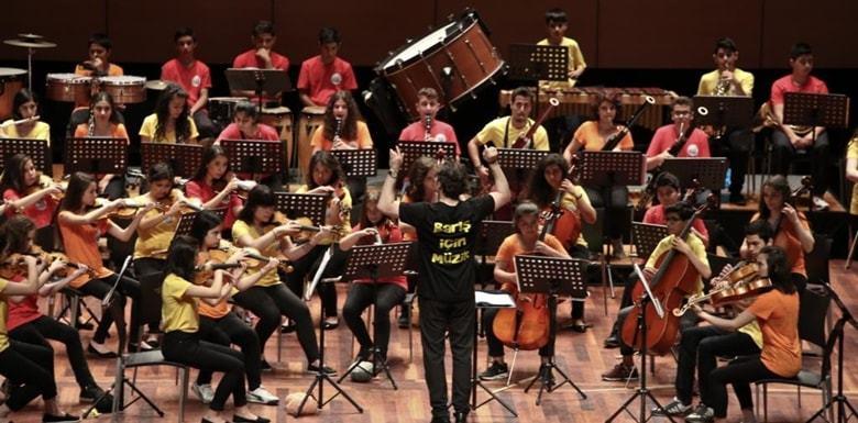 Barış İçin Müzik Orkestraları Çocuklar İçin Sahnede