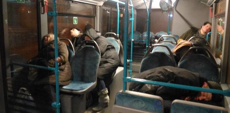 500T otobüs hattında uyku