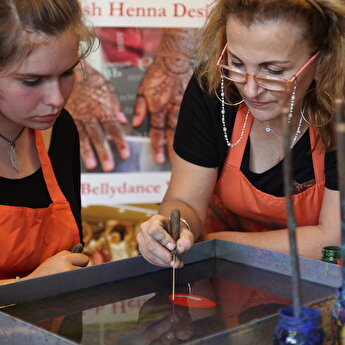 Turkish Marbling – Ebru Workshop in Istanbul